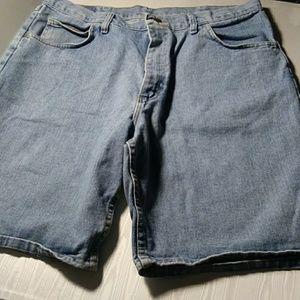 Wrangler relaxed fit size 38 men's denim shorts